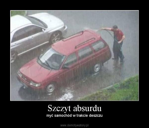 Szczyt absurdu – myć samochód w trakcie deszczu