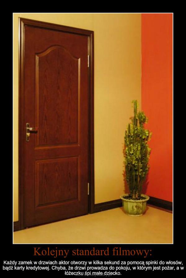 Kolejny standard filmowy: – Każdy zamek w drzwiach aktor otworzy w kilka sekund za pomocą spinki do włosów, bądź karty kredytowe