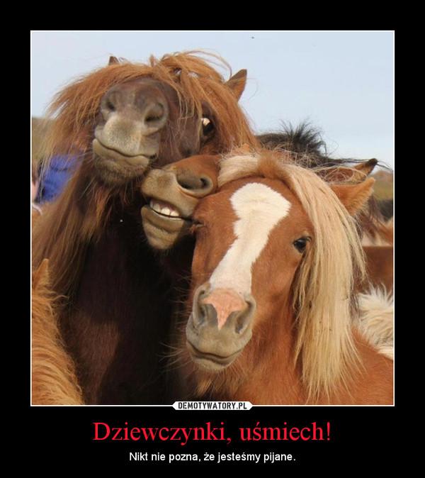 Dziewczynki, uśmiech! – Nikt nie pozna, że jesteśmy pijane.
