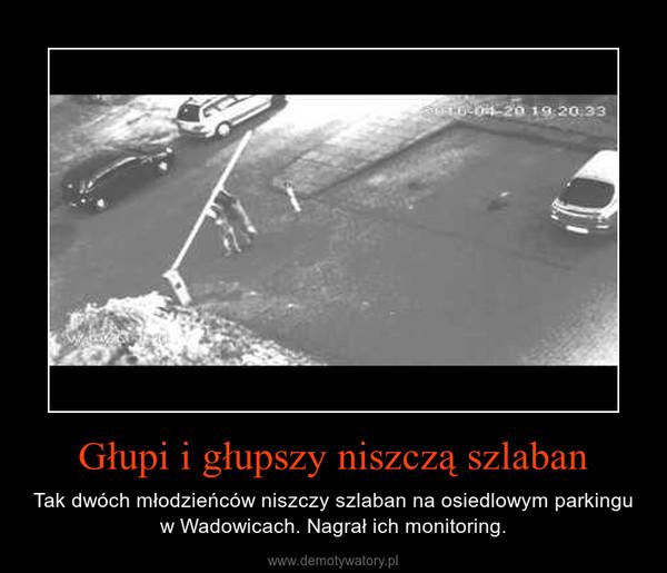 Głupi i głupszy niszczą szlaban – Tak dwóch młodzieńców niszczy szlaban na osiedlowym parkingu w Wadowicach. Nagrał ich monitoring.