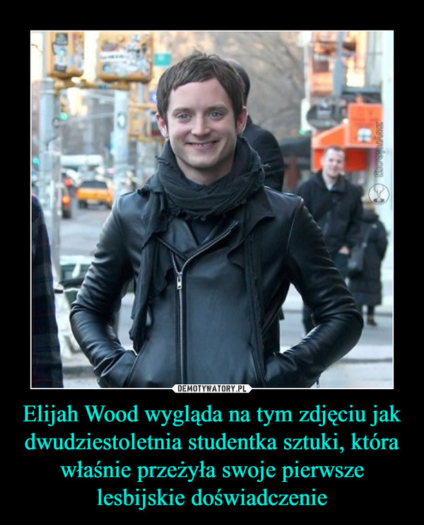 Elijah Wood wygląda na tym zdjęciu jak dwudziestoletnia studentka sztuki, która właśnie przeżyła swoje pierwsze lesbijskie doświadczenie –