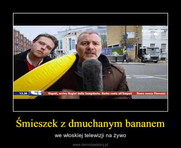 Śmieszek z dmuchanym bananem – we włoskiej telewizji na żywo