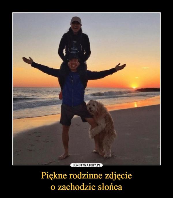 Piękne rodzinne zdjęcieo zachodzie słońca –