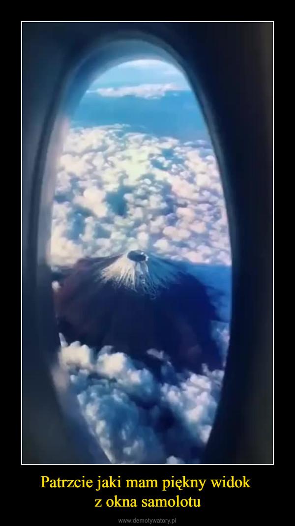 Patrzcie jaki mam piękny widok z okna samolotu –