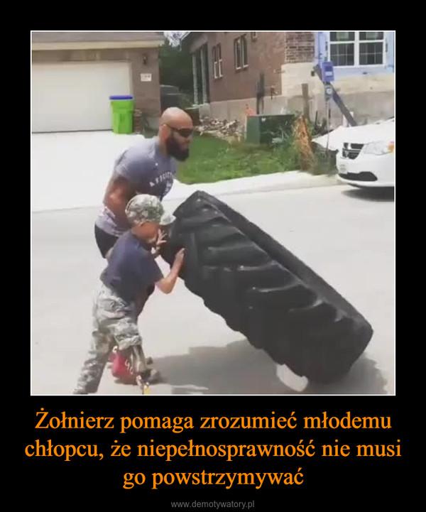 Żołnierz pomaga zrozumieć młodemu chłopcu, że niepełnosprawność nie musi go powstrzymywać –