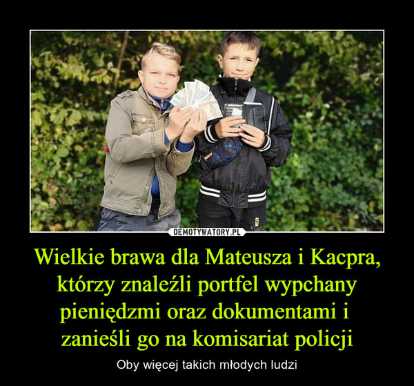 Wielkie brawa dla Mateusza i Kacpra, którzy znaleźli portfel wypchany pieniędzmi oraz dokumentami i zanieśli go na komisariat policji – Oby więcej takich młodych ludzi