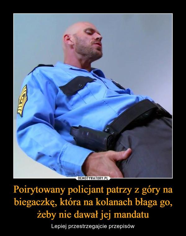 Poirytowany policjant patrzy z góry na biegaczkę, która na kolanach błaga go, żeby nie dawał jej mandatu – Lepiej przestrzegajcie przepisów