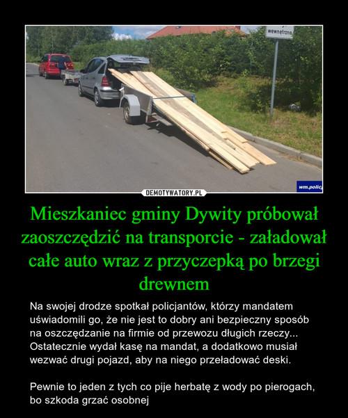 Mieszkaniec gminy Dywity próbował zaoszczędzić na transporcie - załadował całe auto wraz z przyczepką po brzegi drewnem
