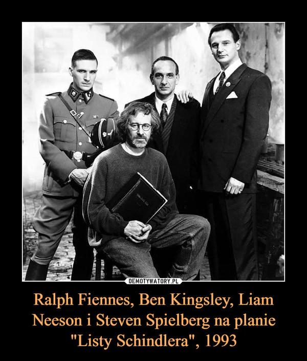 """Ralph Fiennes, Ben Kingsley, Liam Neeson i Steven Spielberg na planie """"Listy Schindlera"""", 1993 –"""
