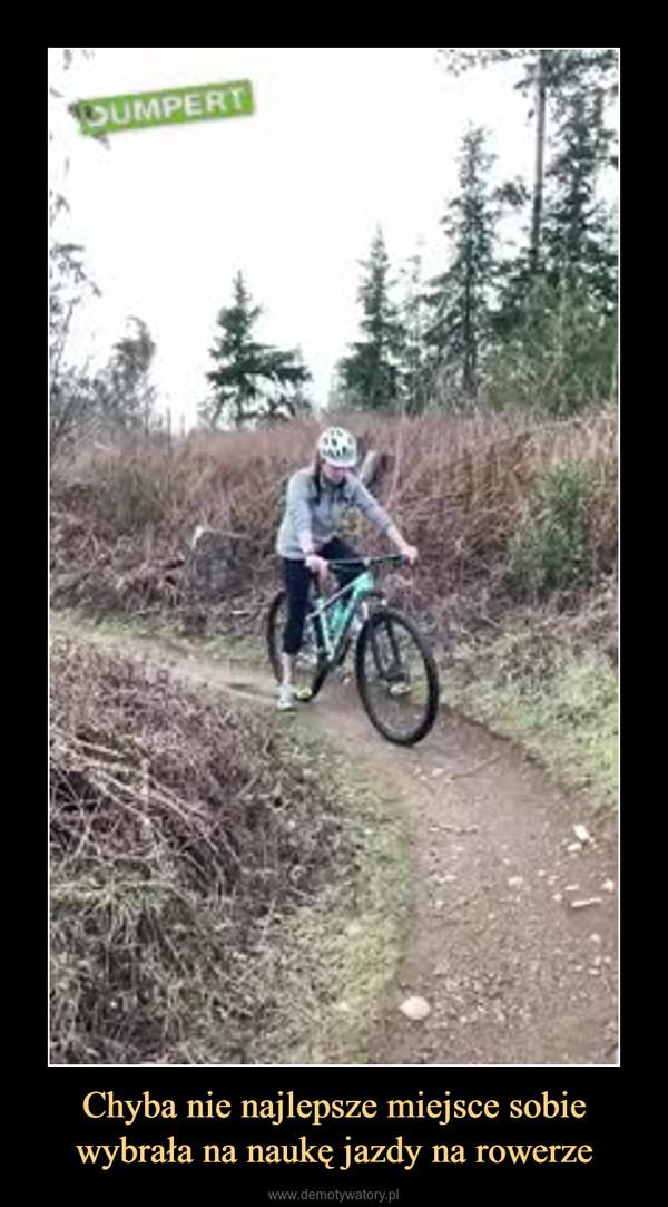 Chyba nie najlepsze miejsce sobie wybrała na naukę jazdy na rowerze –