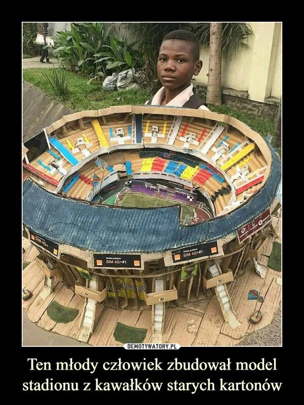 Ten młody człowiek zbudował model stadionu z kawałków starych kartonów –