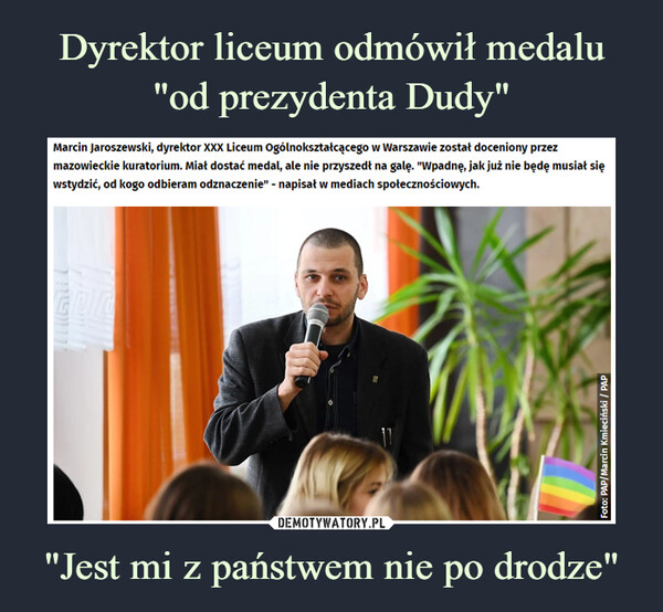 """""""Jest mi z państwem nie po drodze"""" –  Marcin Jaroszewski, dyrektor XXX Liceum Ogólnokształcącego w Warszawie został doceniony przez mazowieckie kuratorium. Miał dostać medal, ale nie przyszedł na galę. """"Wpadnę, jak już nie będę musiał się wstydzić, od kogo odbieram odznaczenie"""" - napisał w mediach społecznościowych."""